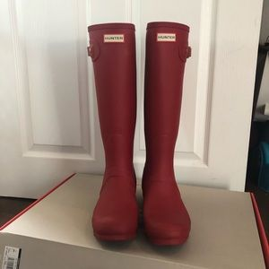 Hunter Military Red Tall Rainboots